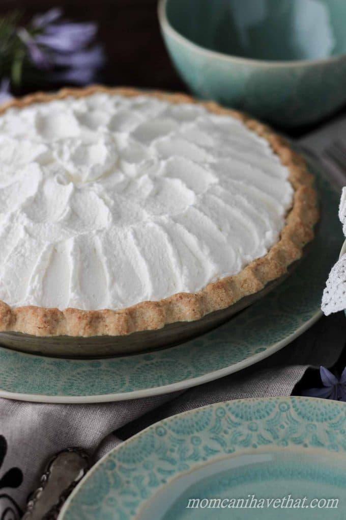 Low Carb Banana Cream Pie   low carb, gluten-free, keto   momcanihavehetat.com
