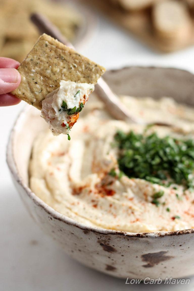 Creamy Cauliflower Hummus (Paleo). #lowcarb #keto #paleo #cauliflower #hummus #caulflowerhummus #artichoke