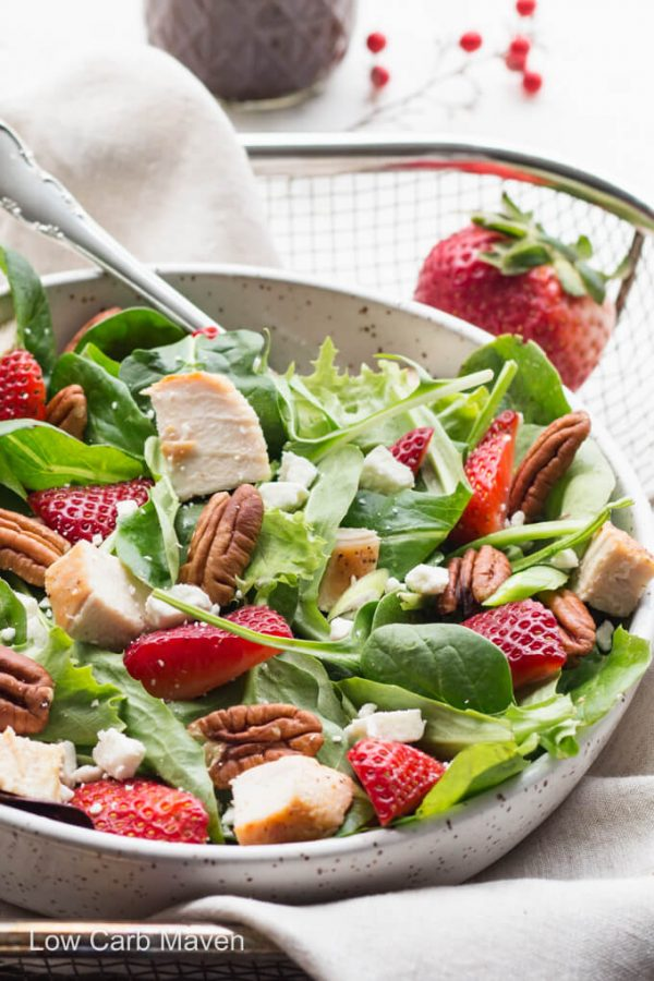 Spinach strawberry pecan salad with feta cheese and homemade balsamic vinaigrette. #strawberrysalad #spinachsalad #spinachstrawberrysalad #lowcarb #keto #balsamicvinaigretterecipe