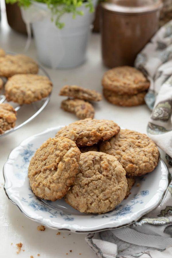 "Sugar-Free ""Oatmeal Cookies"" (Low Carb, Keto)   Low Carb Maven"