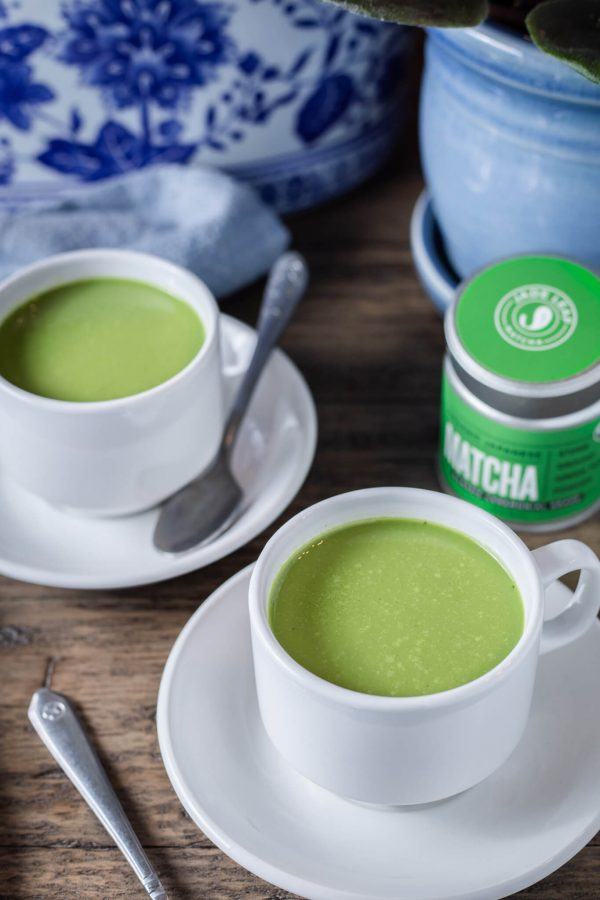 Bulletproof Matcha Latte is a creamy keto drink perfect for morning intermittent fasting! #keto #bulletproof #latte