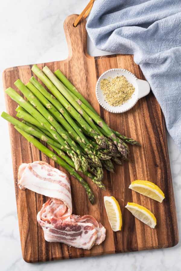Bacon wrapped asparagus bundles ingredients: asparagus, bacon, lemon pepper and lemons